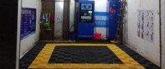 王先生开个共享自助洗车场对面传统洗车